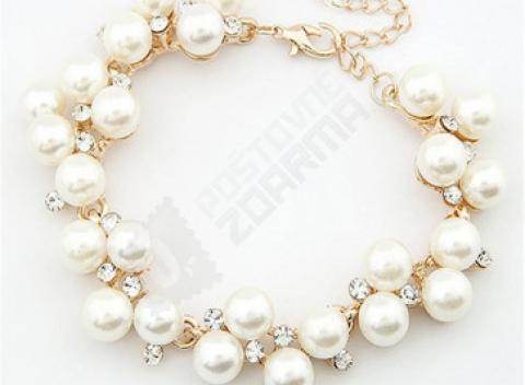 Elegantný dámsky doplnok na ruku v podobe perlového náramku 0d51ecdae32