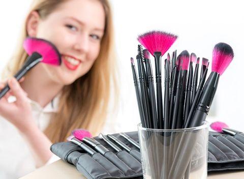 Praktický a kompletný set 24 kozmetických štetcov InnovaGoods Wellness  Beauté! bbb3bae10bf
