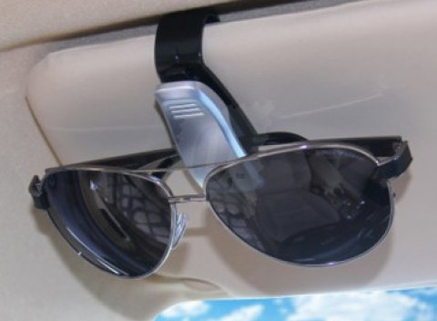 Držiak na slnečné okuliare na tienidlo do auta c0b66d70437