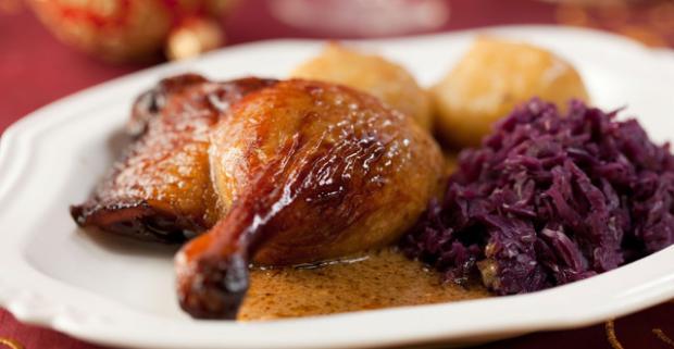 Chrumkavá červená kapusta, lahodné kačacie mäso a pravé zemiakové lokše. V reštaurácii Apetito v Trnave sa o vaše chuťové bunky postarajú.