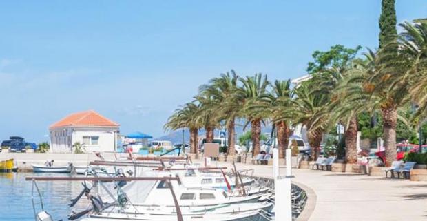 Baška Voda patrí medzi najobľúbenejšie letoviská Makarskej riviéry. Ubytovanie s raňajkami je pre vás pripravené v hoteli Villa Palloma.