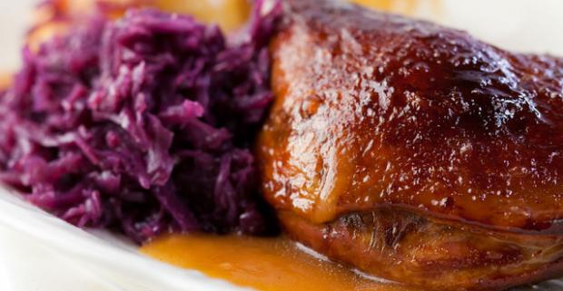Kačacia sezóna v Trnave sa začína. Chrumkavá červená kapusta, lahodné kačacie mäso, ktoré sa až rozplýva na jazyku a pravé zemiakové lokše.