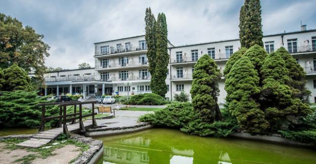 Darujte svojim blízkym ozdravujúci a regeneračný kúpeľný pobyt s plnou penziou a ubytovaním v hoteli Palace*** na Sliači.