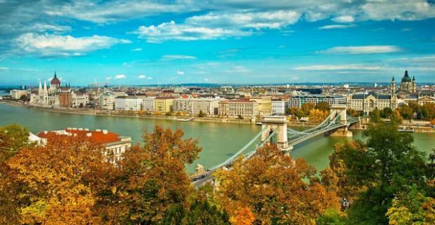 Spoznajte historické zákutia mesta Budapešť počas cenovo výhodného pobytu v hosteli Zen House neďaleko od centra.