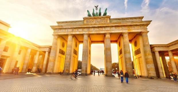 Vyberte sa aj vy do Berlína, ktorého atrakcie vyhľadáva čoraz viac Slovákov. Ubytovanie v centre mesta v Hoteli Delta*** s raňajkami.