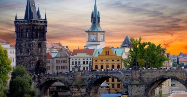 Na Václavskom námestí to vždy žije. Presvedčte sa o tom v 4* hoteli Jalta, ktorý leží priamo v srdci Prahy. Odtiaľto je to na skok všade.