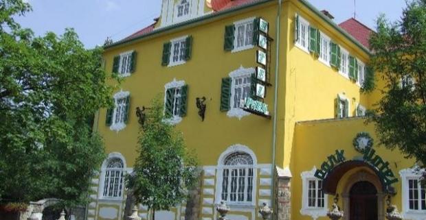 Príjemná atmosféra, historické pamiatky a vynikajúce maďarské víno to je mesto Eger. Wellness pobyt v barokovom štýle v 4* hoteli.