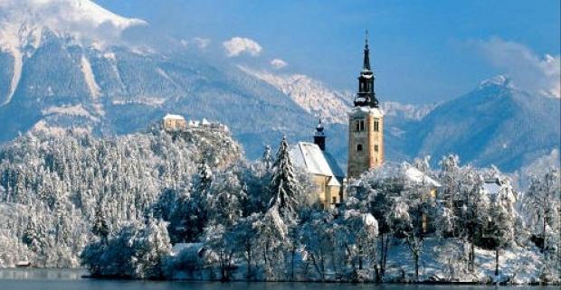 Doprajte si jesenný relax, lyžovačku či odstránenie jarnej únavy v magickom prostredí Slovinských Álp. Pobyt s wellnessom v 3* hoteli.