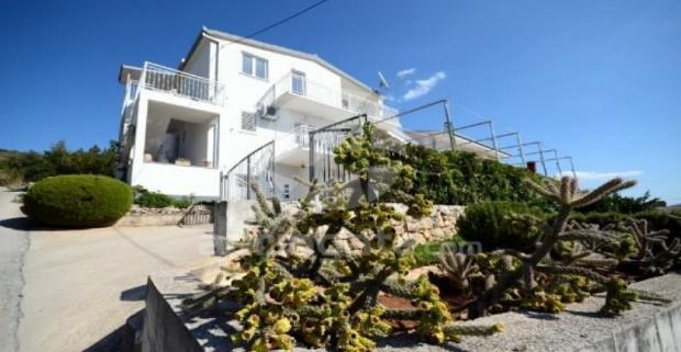 Túžite sa ráno prebudiť a užiť si z postele výhľad na more? Zavítajte do Apartmánu Mirjana pri Jadranskom mori v Chorvátsku.
