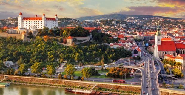 Ubytovanie pre dvoch v rodinnom penzióne v Rusovciach neďaleko Bratislavy. Pobyt s raňajkami či polpenziou, množstvo atrakcií pre voľný čas.
