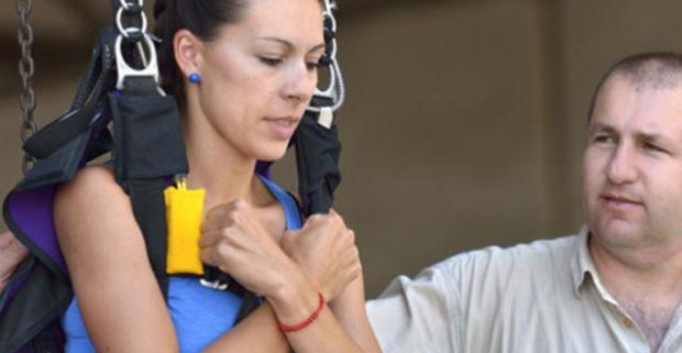 Búšenie srdca, zrýchlený tep a poriadna dávka adrenalínu. Parašutistický výcvik a nezabudnuteľný zoskok bez inštruktora z výšky 1200 metrov.