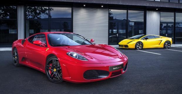 Jazda snov na Ferrari F430 alebo Lamborghini vrátane paliva. Na jazdu v jednom z najrýchlejších vozidiel sveta zaručene nikdy nezabudnete.