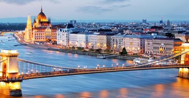 Objavte pamiatky, tajné uličky a zákutia Budapešti. Elegancia a štýl, s raňajkami a welcome drinkom v Soho Boutique Hotel****.