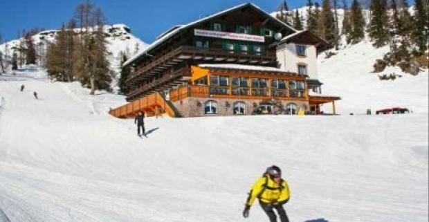 Zimná idylka, zasnežené vrcholky Álp a zjazdovka hneď za dvermi? To je pobyt v českom hoteli Alpen Arnika*** v stredisku Tauplitzalm.