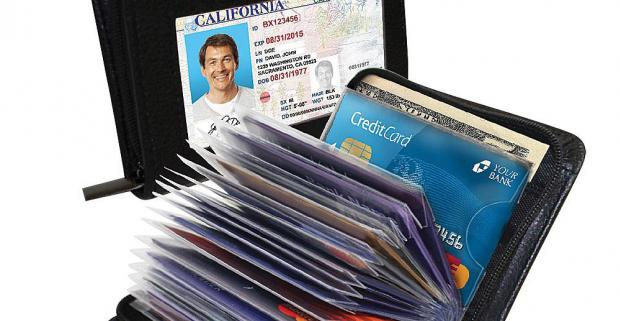 Bezpečný obal na doklady a bankové karty. Praktický, kompaktný, ľahký a tenký obal na doklady a bankové karty.