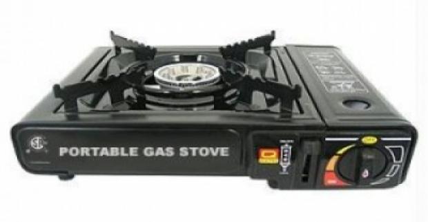 Spoľahlivý prenosný plynový varič na cesty. Vyrobený z nehrdzavejúcej ocele a hliníka s elektrický zapaľovaním.
