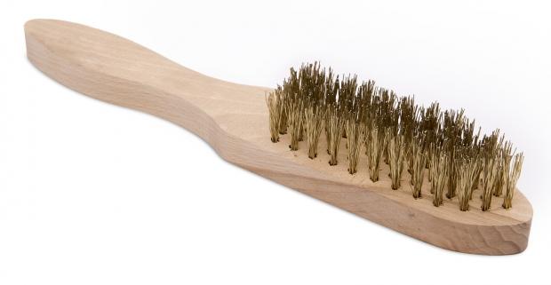 Praktická 5 riadková drôtená kefa s masívnou drevenou rúčkou. Vhodná na čistenie rôznych povrchov od hrdze a nečistôt.