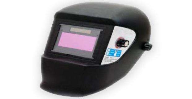 Samozatmievací zvárací štít. Automatické zatemnenie filtra poskytuje pohodlie a efektívnu ochranu očí pri práci.