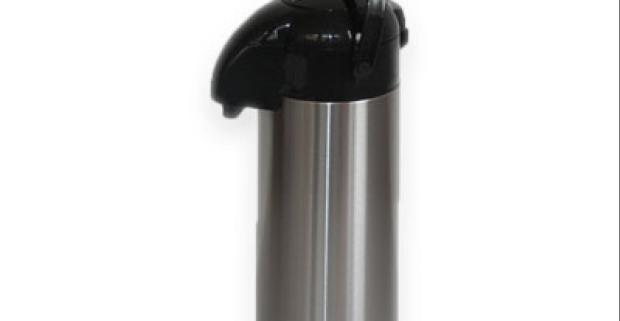 Termoska s dávkovačom vyrobená z kvalitnej nerezovej ocele uchová vo svojom tele až 1,9 l horúcej, ale aj studenej tekutiny.