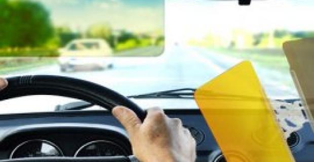 Nočná a denná clona do auta HD VISION VISOR. Zaručuje oveľa jasnejší výhľad cez predné sklo auta v nepriaznivých podmienkach.