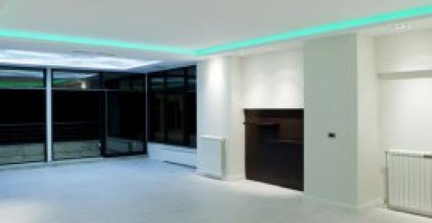 LED pás s diaľkovým ovládaním na podsvietenie interiéru. Originálny dizajnový doplnok, ktorý príjemne doladí interiér.
