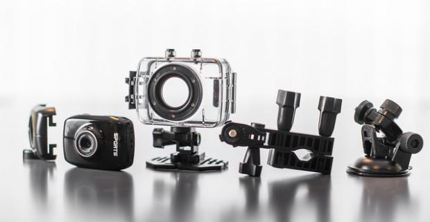 Kvalitná športová HD kamera pre dokonalé zachytenie zážitkov Použiť ju môžete pri jazde na bicykli, lyžiach, na motorke v aute či pod vodou.