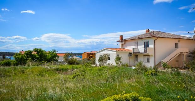 Prežite nádhernú dovolenku na krásnom chorvátskom ostrove Rab. Pobyt v Apartmánoch Ante v letovisku Barbat, ideálne pre 4 osoby.