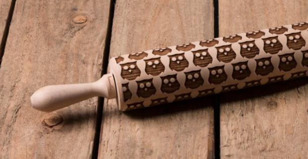 Jedinečné valčeky na cesto s motívom. Nezabudnuteľné sušienky, čokoládové polevy či keramické dekorácie s jedinečným odkazom.