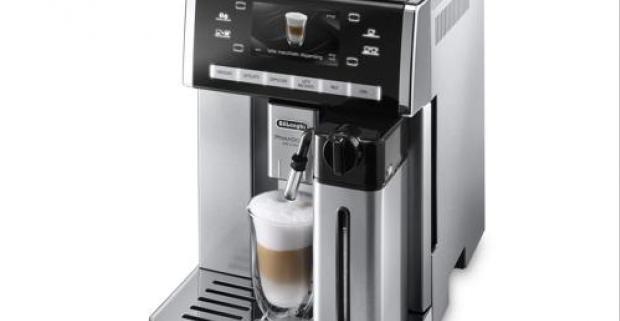 Plnoautomatický kávovar DeLonghi ESAM 6900. Špeciálna nádobka na čokoládu a tlačidlo Chocolate pre dosiahnutie pochúťky, ako z kaviarne.