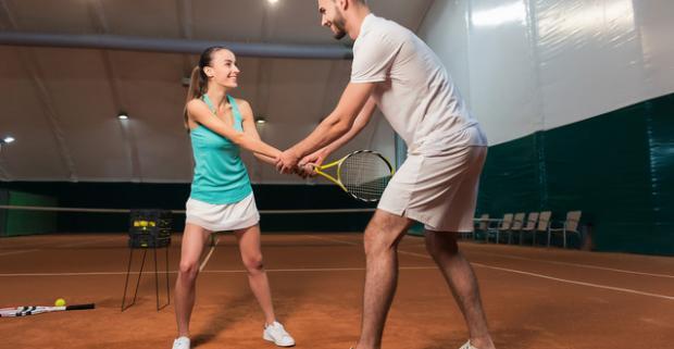 Doprajte si aktívny relax. Hra tenisu s trénerompre 1 - 4 hráčov. Zahrajte si tenis s profesionálnym trénerom sami či s priateľmi.