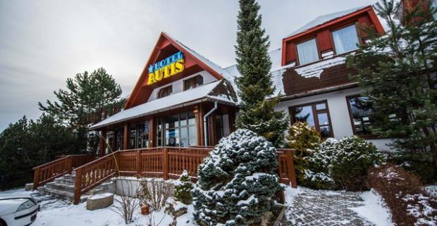 Zimná dovolenka alebo Veľká noc priamo pod štítmi Tatier v Hoteli AUTIS***. Pobyt pre dvoch s polpenziou, fľašou sektu a vstupom do sauny.