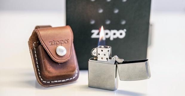 Legendárny zapaľovač Zippo aj v darčekovom balení. Honosný a spoľahlivý spoločník, vyše 80-ročná tradícia a doživotná záruka hovoria za všetko.