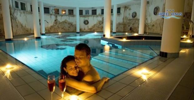 Príjemný Hotel Venus *** Superior sa nachádza v tichom prostredí mesta Zalakaros v Maďarsku. Užite si pobyt s polpenziou a wellness.