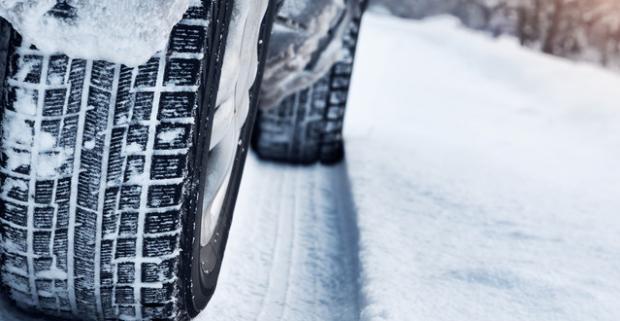 Prezutie pneumatík a vyváženie pre posledných mohykánov. Užívajte si lepšie jazdné vlastnosti a vyššiu mieru bezpečnosti počas celej zimy.