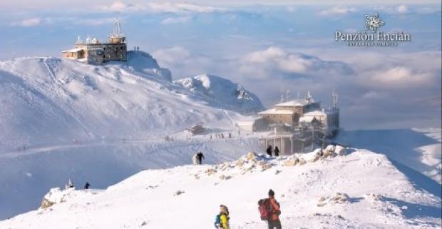 Pobyt v srdci Vysokých Tatier v rodinnom penzióne Encián v centre Tatranskej Lomnice. Pobyt s polpenziou v reštaurácii a wellness.