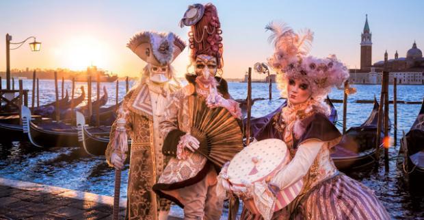 Nezabudnuteľný a romantický benátsky karneval. Poznávací zájazd plný farieb, zábavy, tajov histórie a krásnej architektúry.