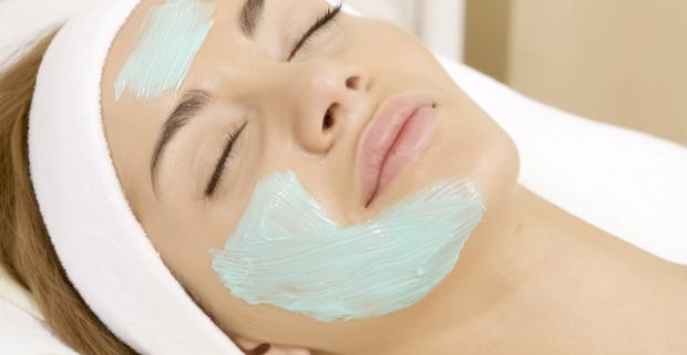 Pevnejšia pleť, výrazný úbytok vrások, redukcia ochabnutosti pleti, omladenie a jasnejšia pleť. Ošetrenie s oligoBOTOXOM a masážou tváre.