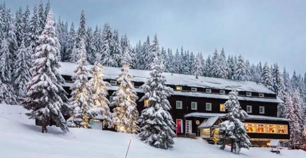 Užite si skvelú lyžovačku na hrebeňoch Veľkej Fatry s nádherným výhľadom. Wellness pobyt s polpenziou v hoteli Granit Smrekovica***.
