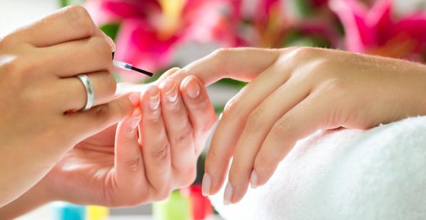 Klasická manikúra, japonská manikúra alebo gél lak. Starostlivosť o vaše nechty od základnej až po zložitejšiu.