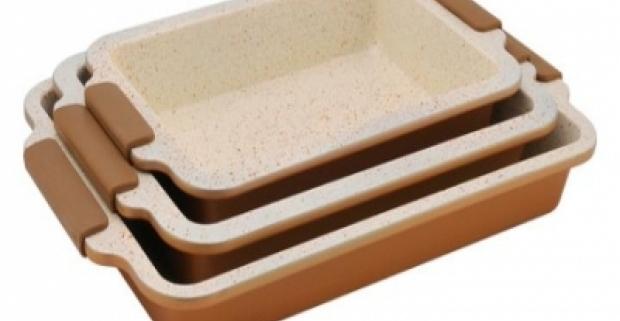 Praktická keramická sada pekáčov so silikónovými rukoväťmi a BIO keramickým povrchom. Je možné umývať v umývačke riadu.