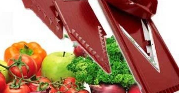 Nepostrádateľná kuchynská pomôcka pri príprave domácich jedál. 3-dielny set na krájanie a strúhanie zeleniny či ovocia.