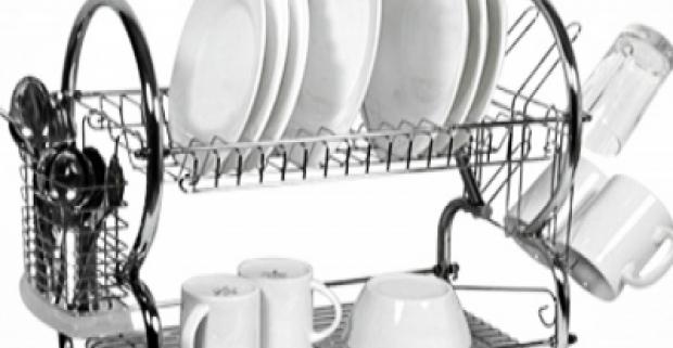 Praktická pomôcka do vašej kuchyne! Poschodový odkvapkávač uskladní hromadu umytého riadu a nezaberie príliš veľa miesta.