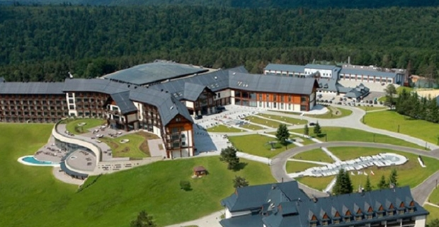 Užite si luxusnú dovolenku v beskydských vrchoch. Pobyt v hoteli Arłamów v Poľsku, s polpenziou a vstupom do wellness.