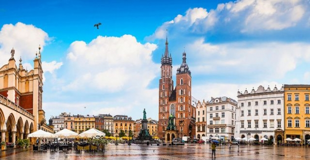 Nechajte sa uniesť historickým Krakovom. Rodinný pobyt v modernom hoteli v obchodnej časti Krakova, blízko nákupného centra, s raňajkami.