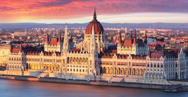 Spoznajte krásy a historické pamiatky metropoly Maďarska. Štýlové ubytovanie pre dvoch s raňajkami v Soho Boutique Hotel**** v Budapešti.