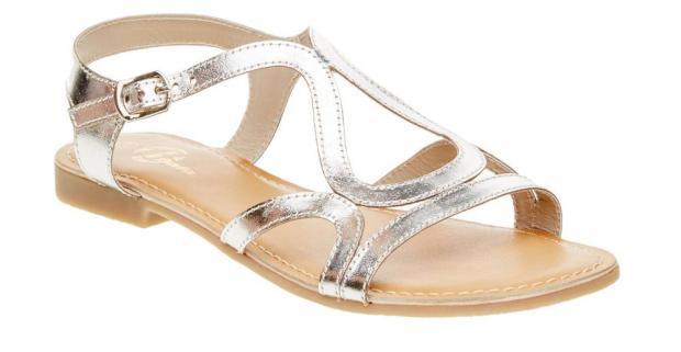 8e349bd870dc Elegantné dámske sandále na nízkom podpätku a s koženou podšívkou tvorí  niekoľko kožených remienkov so zapínaním okolo členku.