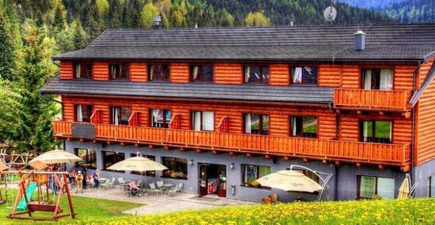 Doprajte si dovolenku na mieste, kde sa spája kulinárske umenie s komfortným ubytovaním v krásnej Tatranskej prírode v hoteli Bachledka.