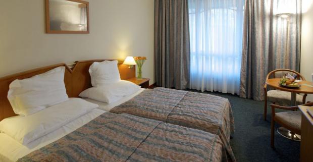 Vydajte sa spoznávať krásy a pamiatky Prahy. Dovolenka v ekologickom Plaza Alta Hotel**** pri centre Prahy s dieťaťom do 11 rokov zdarma.