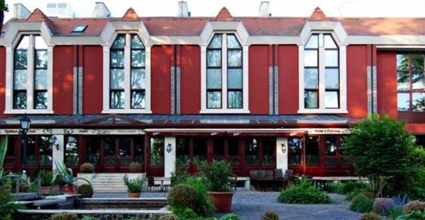 Oddýchnite si vo vyhlásenom maďarskom kúpeľnom meste Györ. Rodinný pobyt v 4* hoteli s neobmedzeným vstupom do wellness a raňajkami.