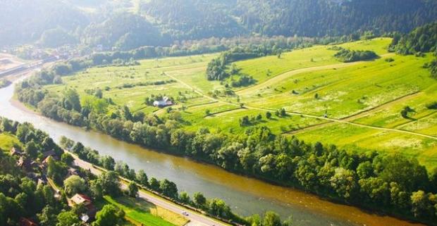 Aktívna dovolenka v malebnom prostredí pieninských vrchoch pri rieke Dunajec. Pobyt v 3* Hoteli Smile v Poľsku, s polpenziou a wellness.